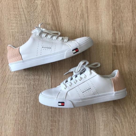 edf42ca6f Tommy Hilfiger Luna Sneakers. M 5b47c55c5c4452f3928c7a67